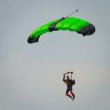 Livre o paraquedista da queda Fotografia de Stock Royalty Free