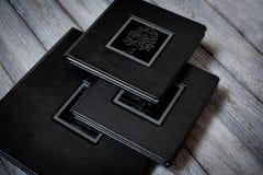 Livre ouvert - plan rapproché de photoalbum image stock