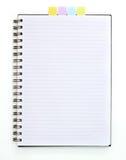 Livre spiralé blanc avec le papier de note Photographie stock libre de droits