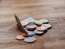 Livre sterling sur la table dans le restaurant de luxe Photos stock