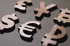 Livre, Yen, dollar, euro rouble images libres de droits