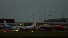 Livrea di Boeing 737 Transavia Sunweb video d archivio