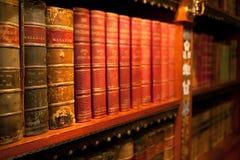 Livres attachés de vieux leater Image libre de droits