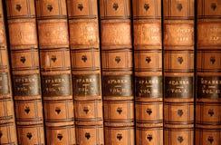 Livres attachés en cuir Photos libres de droits