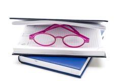 Livres avec des verres de lecture Photos libres de droits
