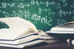 Livres d'étude et matériaux d'étude photos stock