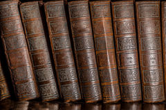 Livres dans l'étagère Photographie stock