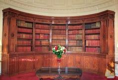 Livres dans la bibliothèque dans le palais de Ãlysée photographie stock libre de droits