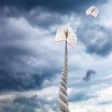 Livres dans le ciel foncé de tempête Photographie stock libre de droits