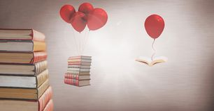 Livres de flottement accrochant outre des ballons surréalistes Photographie stock libre de droits