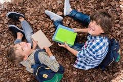Livres de lecture d'écoliers Photos libres de droits