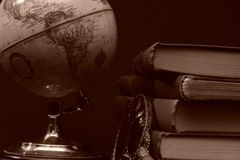 Livres et globes I Images libres de droits