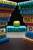 Livres et pomme d'école d'étude d'éducation Photo stock