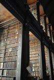 Livres, livres et livres, seulement vieux livres Image stock