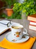 Livres et thé Photographie stock libre de droits