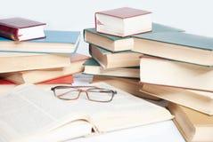Livres et verres, Photographie stock