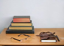 Livres, papier et stylo Photographie stock