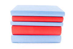 Livres rouges et bleus images stock