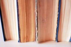 Livres sur l'étagère Photo stock