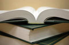 Livres sur la table Image stock