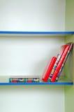 Livres sur une étagère Photos libres de droits