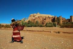 Livreur en bambou au Maroc photo libre de droits