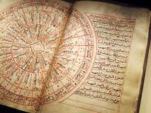 Livro árabe antigo na astronomia imagem de stock