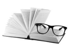 Livro aberto limitado no couro e nos vidros Imagens de Stock Royalty Free