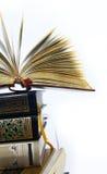 Livro aberto sobre os livros ajustados Imagens de Stock Royalty Free