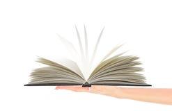 Livro aberto terra arrendada da mão da mulher Imagens de Stock Royalty Free