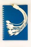 Livro azul e usb isolados imagens de stock royalty free