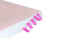 Livro branco com etiquetas coloridas Foto de Stock