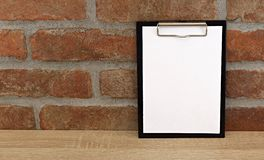 Livro Branco na tabela Imagens de Stock