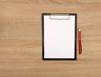 Livro Branco na tabela Fotografia de Stock Royalty Free