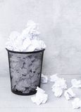 Livro Branco no balde do lixo Imagem de Stock