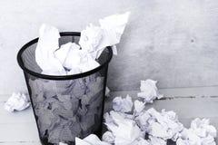 Livro Branco no balde do lixo Fotos de Stock Royalty Free