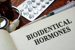 Livro com as hormonas do bioidentical das palavras Imagem de Stock Royalty Free