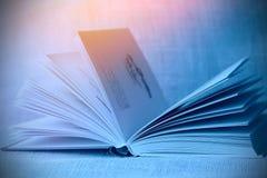 Livro com luz suave Fotografia de Stock Royalty Free