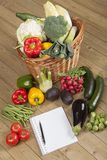Livro com vegetais e cesta Imagens de Stock Royalty Free