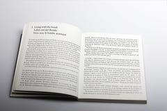 Livro da fotografia por Nick Yapp, vivendo com o capítulo da bomba Fotografia de Stock Royalty Free