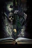Livro da história com a vinda das histórias de Halloween viva Imagens de Stock Royalty Free
