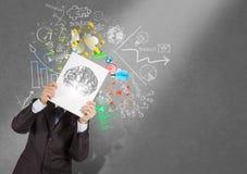 Livro da mostra da mão do homem de negócios do cérebro do metal 3d Fotos de Stock Royalty Free