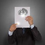 Livro da mostra da mão do homem de negócios do cérebro do metal 3d Fotografia de Stock Royalty Free
