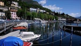 livro da poesia na cidade de Lovere no lago Iseo, Italia video estoque