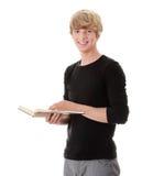 Livro de leitura adolescente do homem Fotografia de Stock