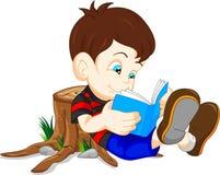 Livro de leitura bonito do menino Imagem de Stock