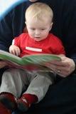 Livro de leitura da criança Imagens de Stock