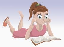 Livro de leitura da menina dos desenhos animados Fotos de Stock