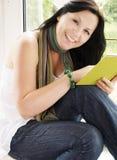 Livro de leitura da mulher Foto de Stock