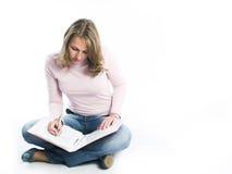 Livro de leitura da rapariga Foto de Stock Royalty Free